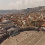 Napoli e Coronavirus. Un drone si alza sulla città deserta